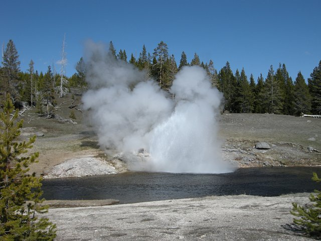 Riverside Geyser starting to erupt