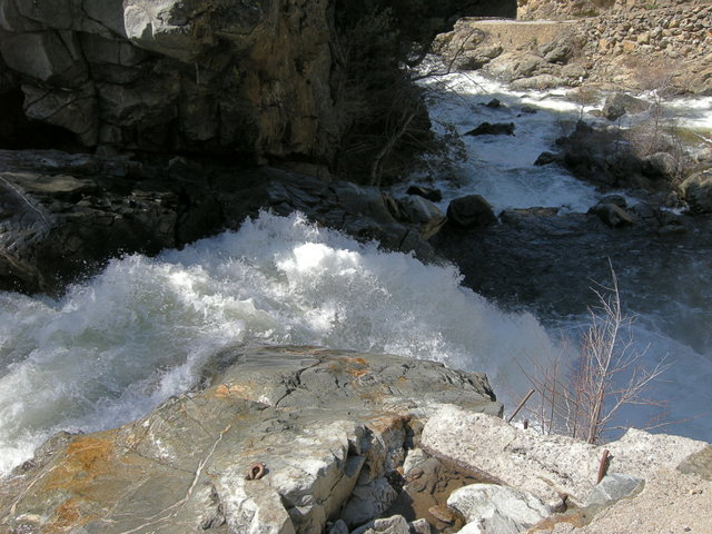 Spring flood on the South Fork of the Tuolumne River