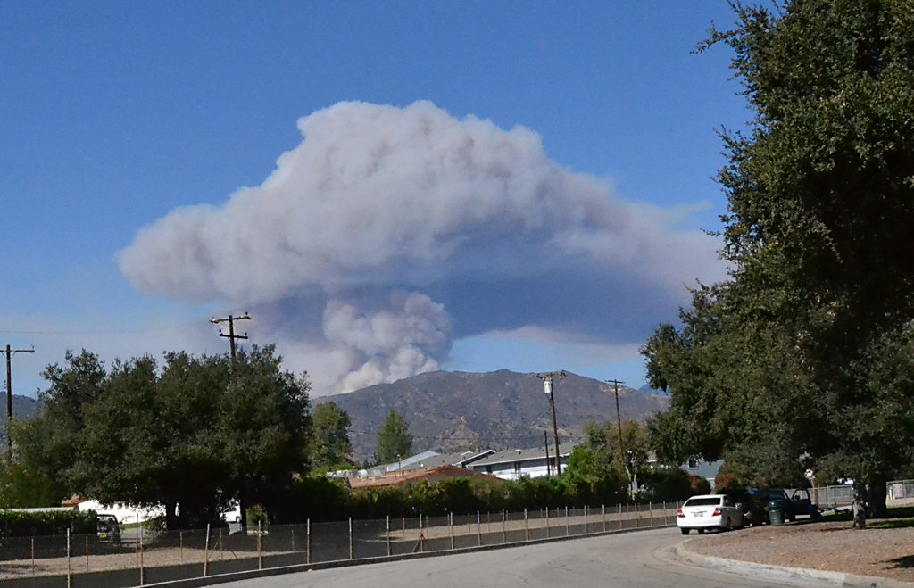 Smoke plume from fire in San Gabriel Canyon